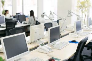 業務用エアコン内部を洗う凍結洗浄でオフィスや店舗の空気を改善
